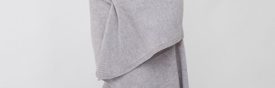 Une étole en cachemire grise