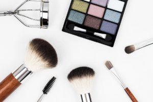 Des pinceaux de maquillage