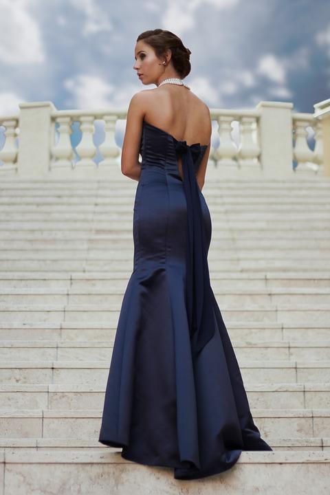 Une robe de cérémonie